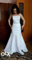 Продаю белое платье в пол