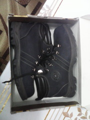срочно продам ботинки зимние фирмы Friendly цвет синиий нубук новые