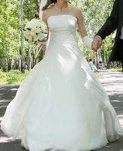 Элегантное свадебное платье ванильного цвета